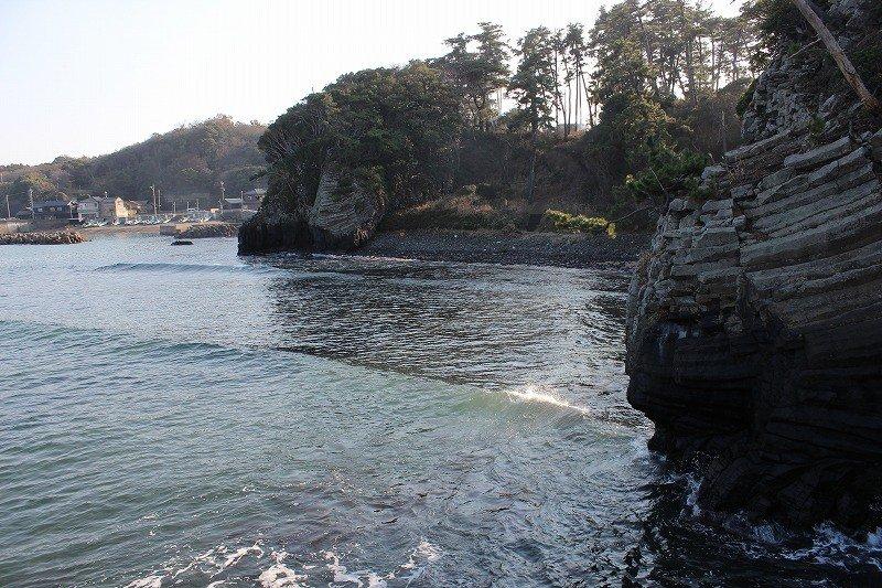 溶岩が侵食され美しい岩肌を見せる