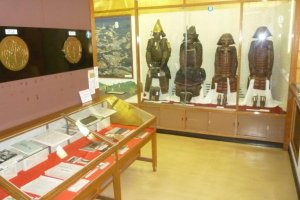 Displays of arms and armor in the Nagashino Castle Museum