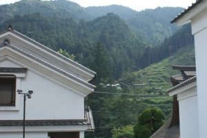 The brewery is located in a peaceful mountainous area.