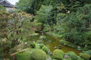 วิวสวนญี่ปุ่นจากห้องนอนที่วัด Sekisho-in