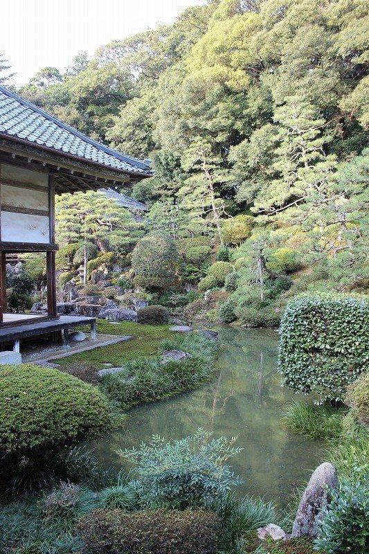 타키단지의 명승정원으로 쇼와 4년 일본 명승정원의 하나로서 문부성으로부터 후쿠이현 최초의 지정을 받았다