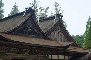 Salah satu gaya bangunan yang didominasi oleh material kayu. Sangat klasik dan megah.