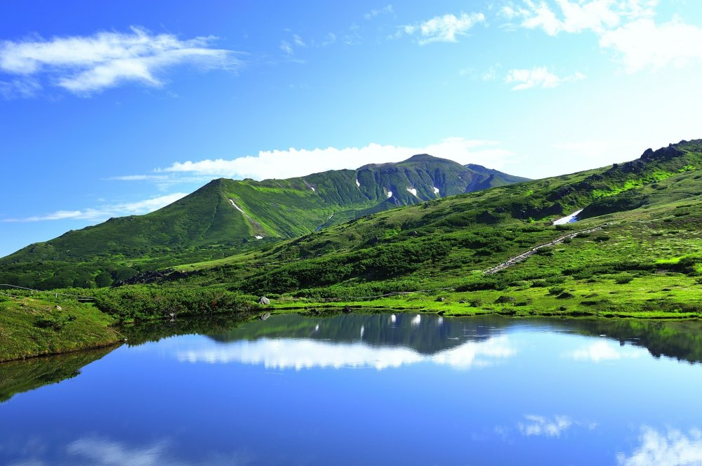 At Kagami-ike (Mirror Pond), which is also called 'Conjugal Pond', the sky and the water surface has the same color - blue!
