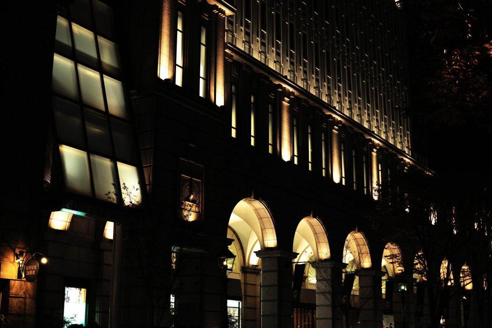 ここの照明と建築様式は居留地の建物らしき構えだ