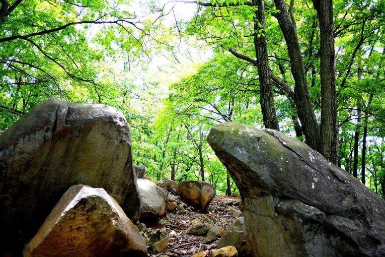 Những tảng đá bí ẩn ở đền Hachiman