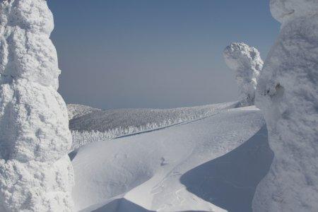 蔵王温泉の氷の怪物