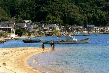 <p>A sandy beach</p>