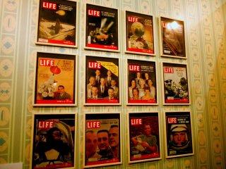 米ロ宇宙競争時代の米国雑誌ライフがずらりと壁を飾る・・・懐かしい?!