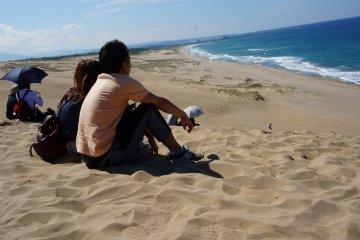 <p>วิวบนยอดเนินทราย สบายอารมณ์</p>