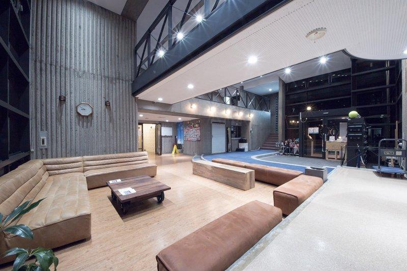 <p>Oakhouse Higashikoganei entrance lounge</p>