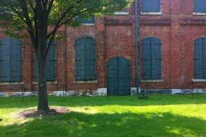 มุมหนึ่งของตึกอิฐแดงอันเป็นโรงงานดั้งเดิมของ Noritake ที่ถูกอนุรักษ์ไว้เป็นอย่างดี ปัจจุบันถูกปรับเปลี่ยนให้เป็น Noritake Garden สถานที่พักผ่อนหย่อนใจและเล่าเรื่องราวประวัติศาสตร์ไปพร้อมๆ กัน