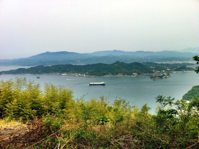Вид на Мацуяму с вершины Кофудзиямы