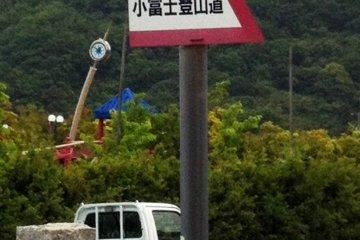 Вот такие знаки нужно искать