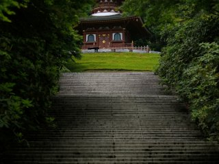 Within the precincts of the shrine, the spot where you feel the greatest sense of awe is on the stone steps which lead to the two storied pagoda.