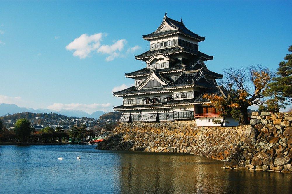 Kastil tercantik di Jepang ini berdiri dengan anggunnya.