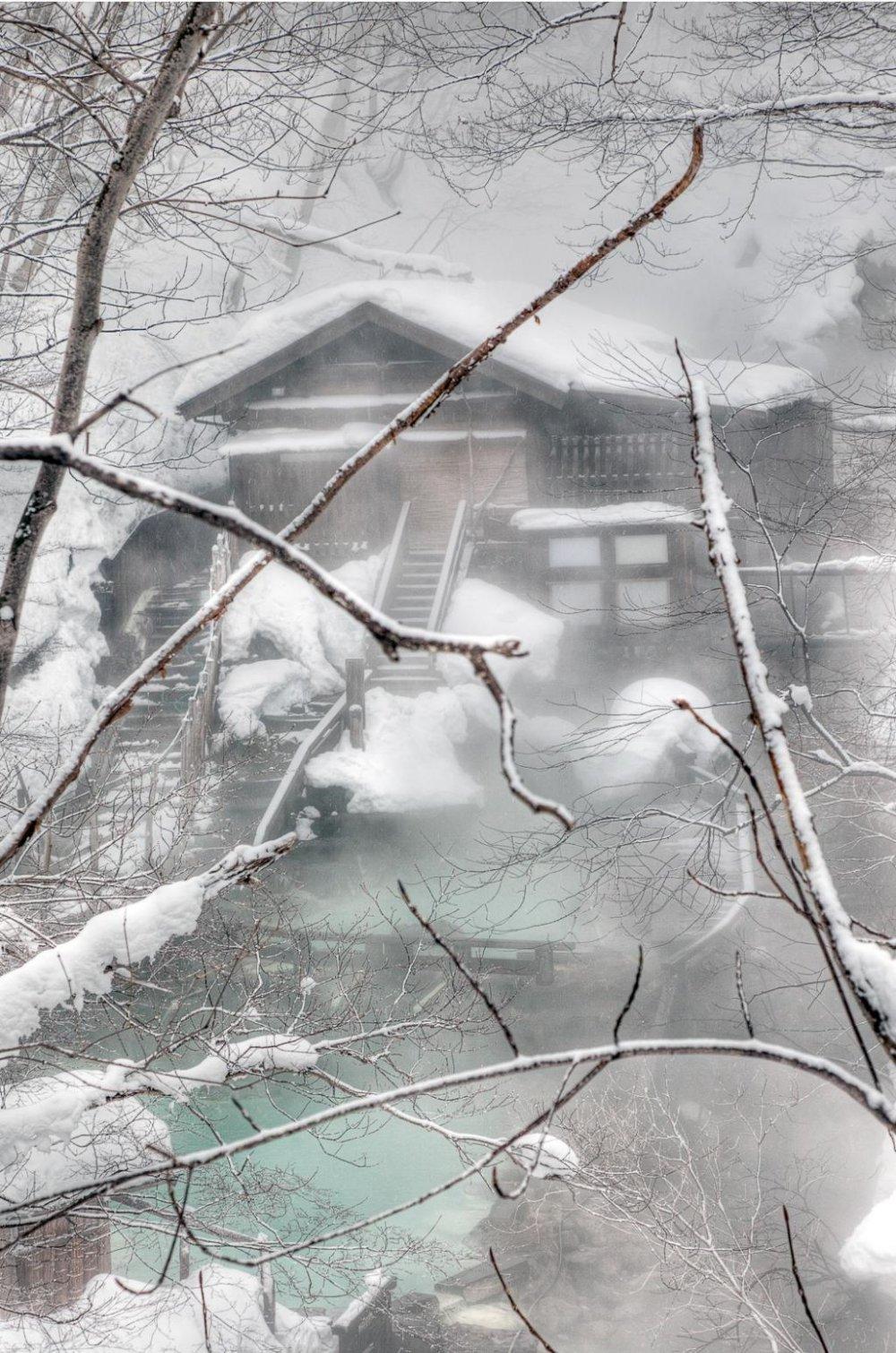 一天的最后享受雪中温泉!
