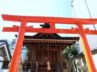 Red torii gate of Fox Shrine standing inside Shibata Shrine's premises