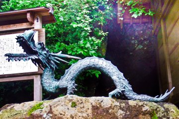 <p>A rather scary looking dragon found along a pass leading down to Lower Afuri Shrine</p>