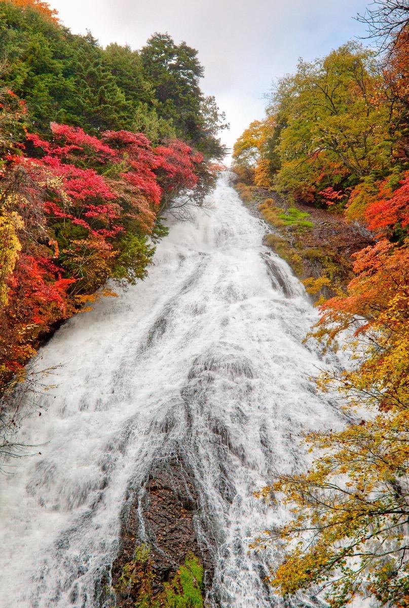 Yumotoko Lake flows into a nice waterfall called Yutake. You can get very near to this waterfall.