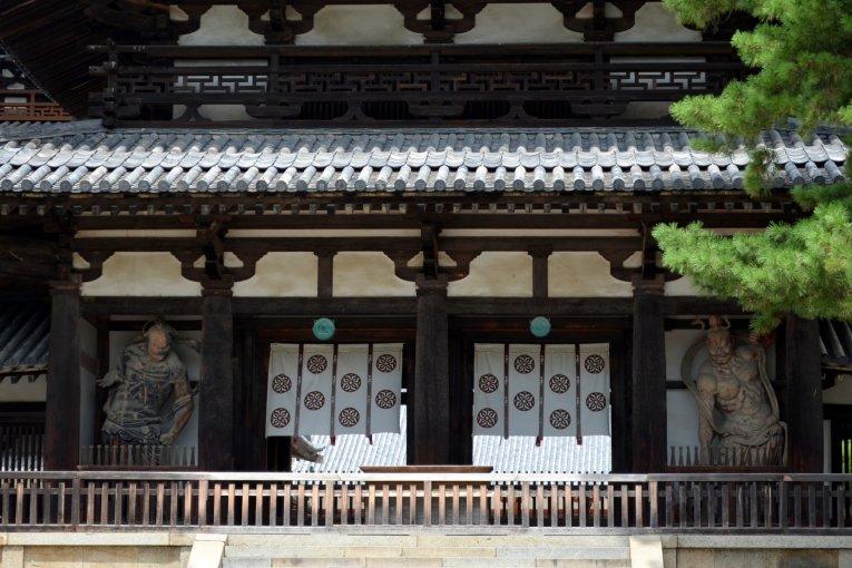 1300-летние деревянные постройки в Наре