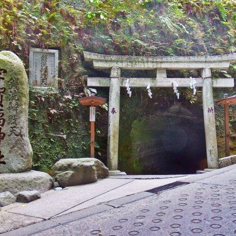 Kamakura's Zeniarai-Benten Shrine