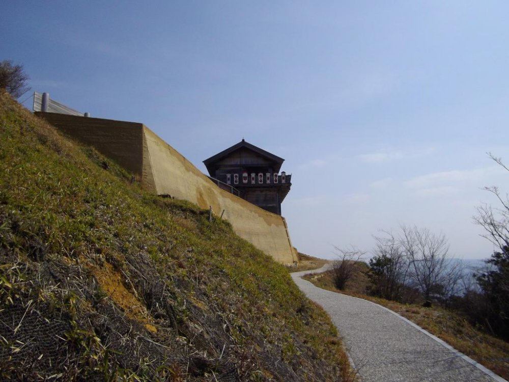 Walking up the pathway to Kinojo Castle
