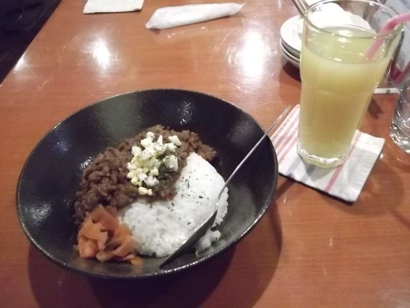 <p>Dry curry and pineapple juice</p>