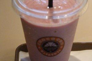 Strawberry smoothie to go