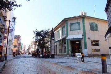 키타노 상점가 쇼핑거리, 갤러리아 모토마치 쇼핑거리. 그것은 도쿄의 메가로에 있는 몇몇 거리처럼 보인다.안 돼?