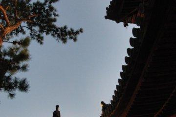 Ishite-ji at dusk