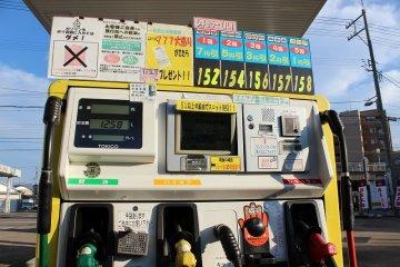 연료는 경유, 레귤러 가솔린, 하이옥휘발유 3종류. 셀프급유이다