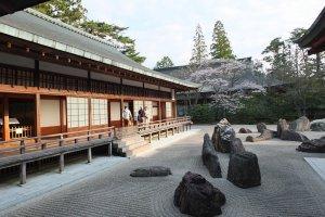 อาคารชมสวนหินเซนวัดคอนโกบูจิ สวนหินเซนที่ใหญ่ที่สุดในประเทศญี่ปุ่น