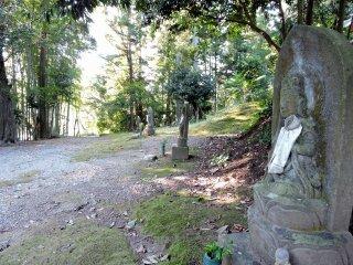 The statues of Kannon Bosatsu line the path