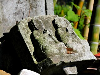 Faceless jizo couple in the jizo cemetery