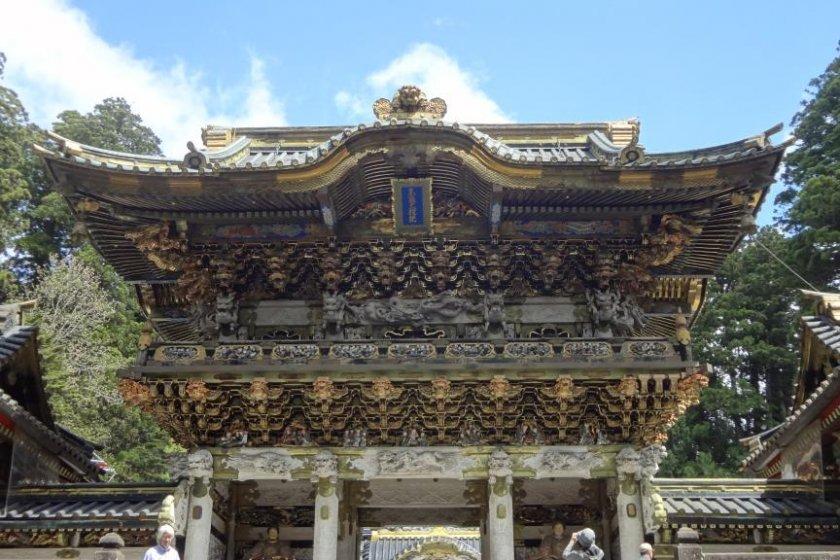 陽明門(入り口側から)