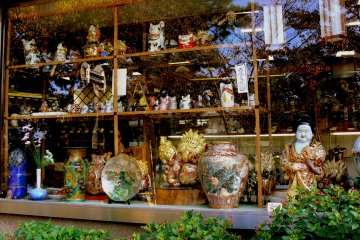 <p>Shop window full of fabulous Kanazawa pottery</p>