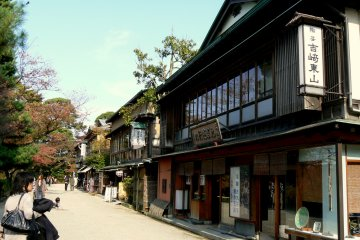 <p>Restaurants and souvenir shops opposite the castle</p>