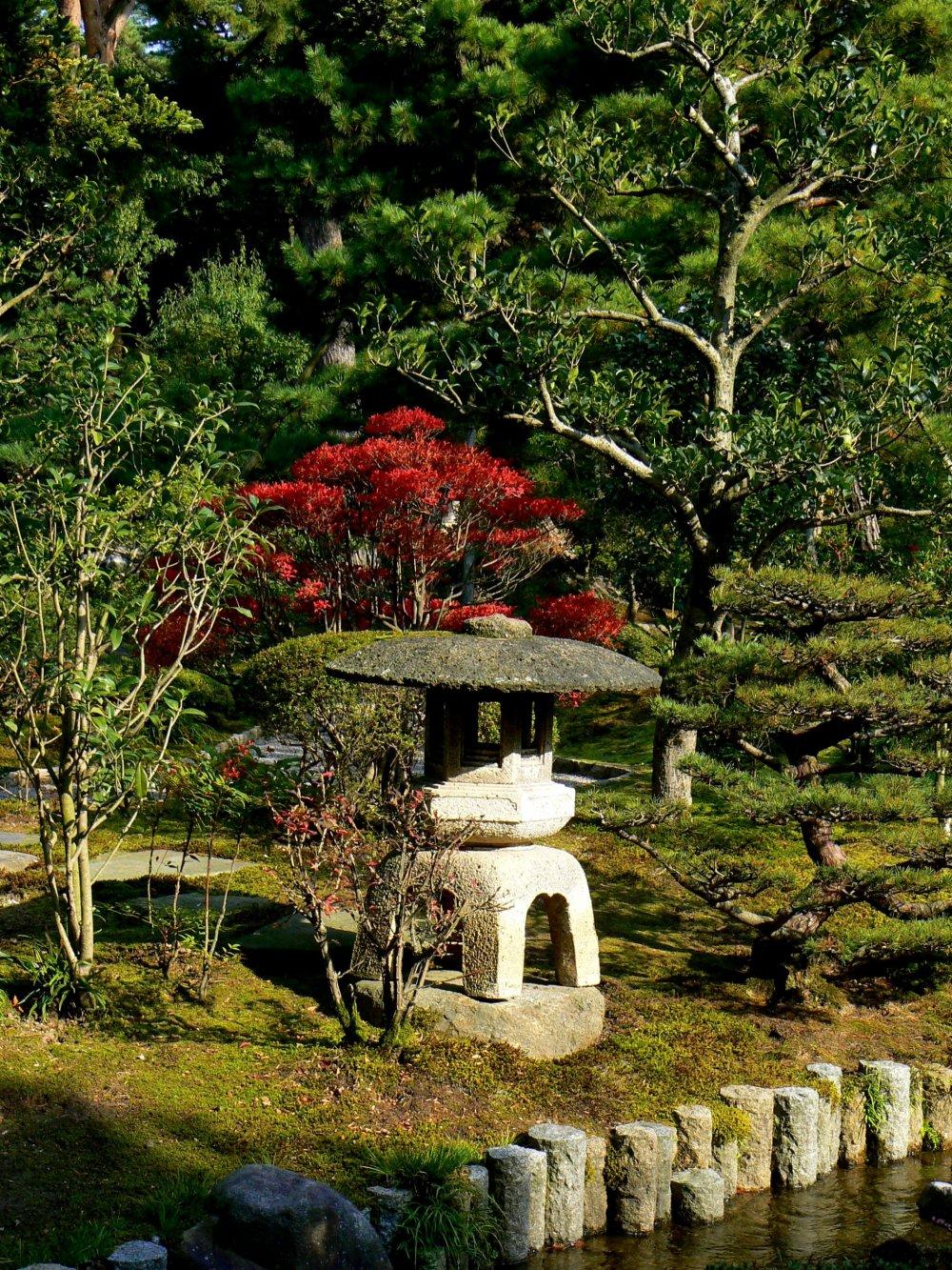 Four legged stone lantern