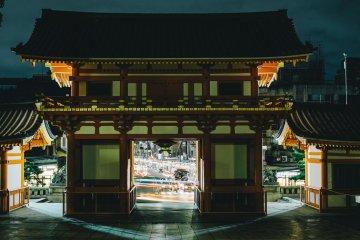 <p>Yasaka Shrine within walking distance of the hotel</p>