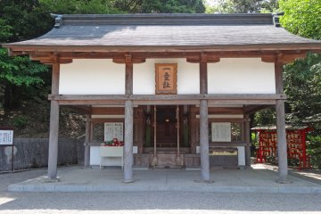 <p>The beautiful building with a box full of daruma dolls</p>