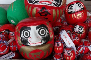 <p>The colourful daruma dolls</p>