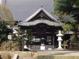 Đây là một ngôi đền trên đường từ Rinno-ji đến Ryuun-ji
