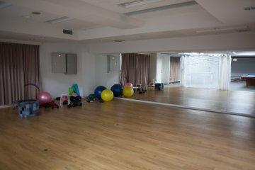 <p>舞蹈和瑜伽教室</p>