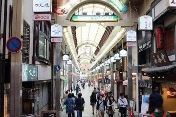 京都「新京極商店街」を歩く