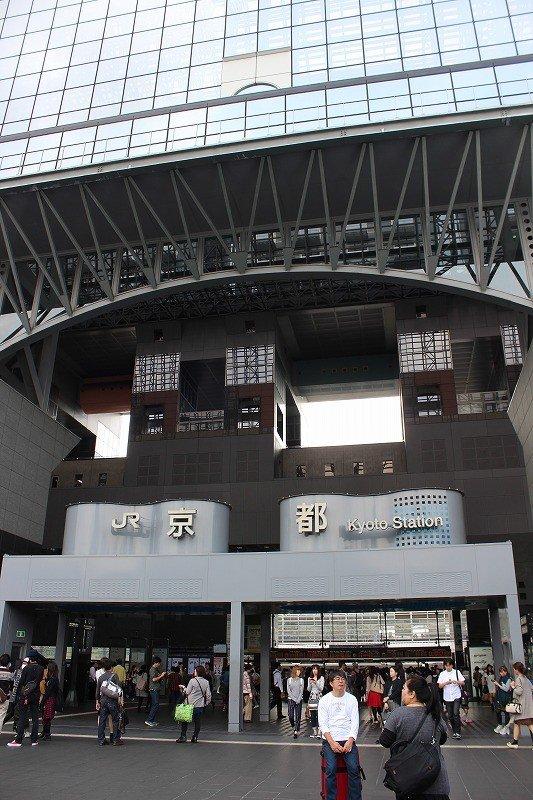 JR교토역 기타구치 개찰을 나오면 정면에 시버스 터미널이 있다