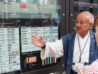 どこへ行きたいかを彼に告げると、バス乗り場の場所、所要時間、運賃など丁寧に説明してくれる
