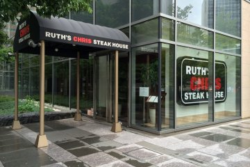 <p>Ruth&#39;s Chris Steak House is nestled within the&nbsp;political and administrative heart of downtown Tokyo</p>