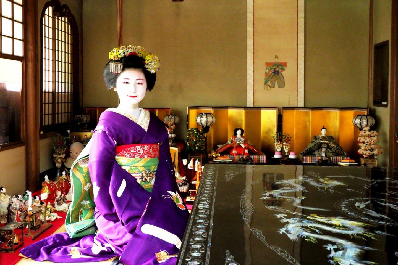 Fukuno, a Kyoto Maiko, exemplifies living culture at Tondaya