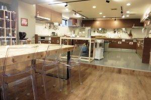 L'espace cuisine dispose de tous les ustensiles nécessaires à la confection de n'importe quel plat
