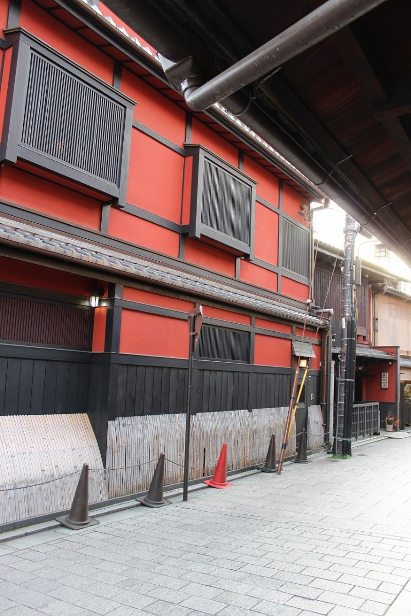 <p>On the south side of the Gion&nbsp;district is the famous tea house Ichiriki (一力)</p>